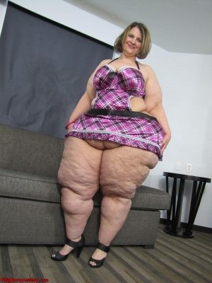 Amazing SSBBW Pear with Dimpled Cellulite Thighs