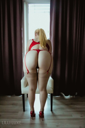 Big Ass PAWG Amateur in High Heels