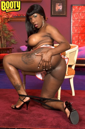 Big black ass and pierced pussy spreading