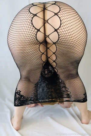 Fat Ass White Girl with a Pear Booty in Fishnets