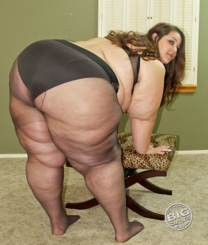 Giant Booty Shaking in Pantyhose