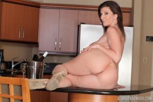 Huge Ass Mature PAWG Sara Jay