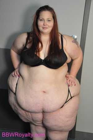 Massive Pear Bottom SSBBW with a Dimpled Cellulite Ass