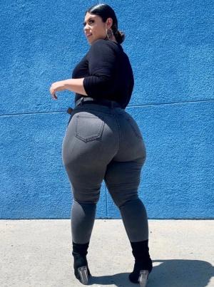 Massive Young Latina Booty Shake