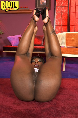 Mega ebony cellulite ass spreading