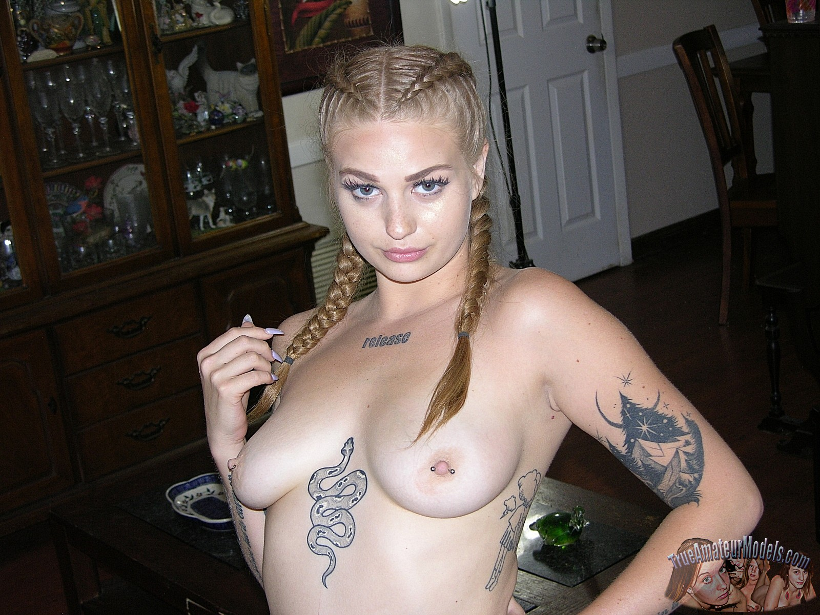 Amateur Wife Sharing Tattoo