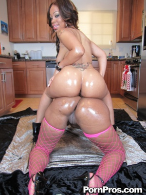 Oiled Black Bubble Butts Twerking