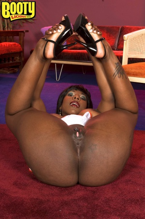 Phat ass ebony MILF with a pierced pussy