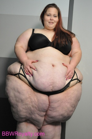 SSBBW with a Pear Shaped Ass and Thick Cellulite Thighs