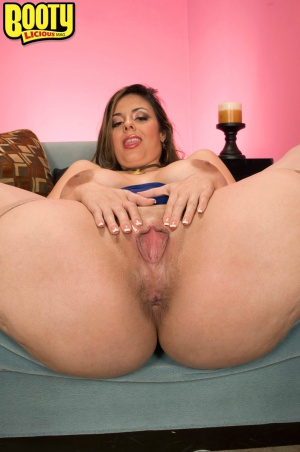 Thick Thighs and Shaved Pussy Spreading