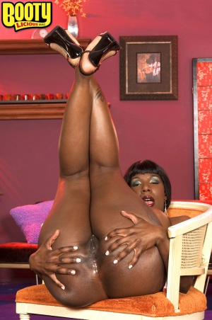 Tight ebony butthole winking